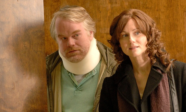 Hoffman and Laura Linney in the film The Savages (2007)